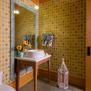 シカゴの中サイズのラスティックスタイルのおしゃれなトイレ・洗面所 (マルチカラーの壁、ベッセル式洗面器、濃色木目調キャビネット、磁器タイルの床、人工大理石カウンター、マルチカラーの床) の写真