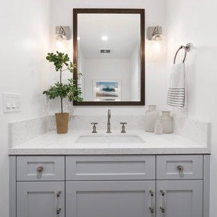 Свежая идея для дизайна: маленький туалет в стиле современная классика с белой плиткой, керамической плиткой, белыми стенами, мраморным полом, врезной раковиной, мраморной столешницей, фасадами в стиле шейкер, серыми фасадами и белой столешницей - отличное фото интерьера