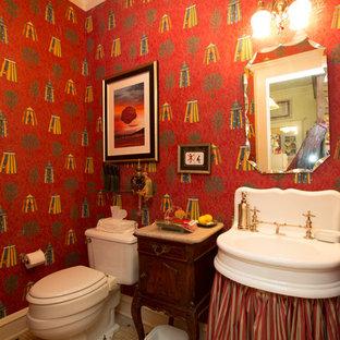 Ejemplo de aseo ecléctico, pequeño, con puertas de armario marrones, sanitario de dos piezas, paredes rojas, suelo de mármol, lavabo suspendido, encimera de mármol y suelo blanco