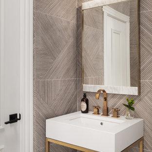 Imagen de aseo tradicional renovado, pequeño, con paredes grises y lavabo tipo consola