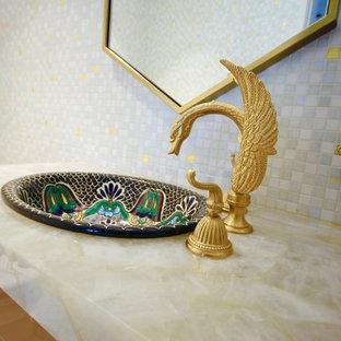 Пример оригинального дизайна: туалет среднего размера в классическом стиле с фасадами с утопленной филенкой, желтыми фасадами, унитазом-моноблоком, белой плиткой, плиткой мозаикой, белыми стенами, полом из мозаичной плитки, накладной раковиной, мраморной столешницей, разноцветным полом и разноцветной столешницей