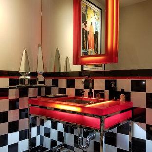 Esempio di un bagno di servizio moderno di medie dimensioni con top rosso, pistrelle in bianco e nero, piastrelle di cemento, pareti beige, lavabo sottopiano, top in vetro e pavimento bianco