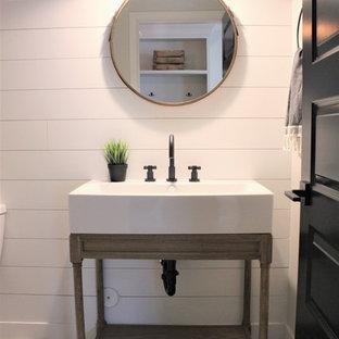 Cette image montre un WC et toilettes rustique.