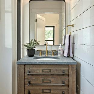 Стильный дизайн: туалет в стиле кантри с фасадами островного типа, темными деревянными фасадами, белыми стенами, врезной раковиной и серой столешницей - последний тренд