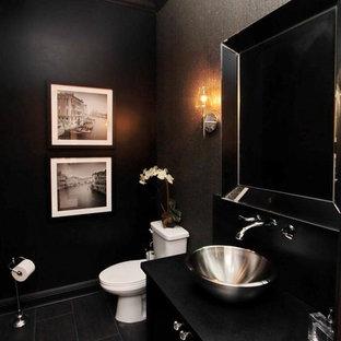 Пример оригинального дизайна: туалет среднего размера в современном стиле с плоскими фасадами, черными фасадами, унитазом-моноблоком, черными стенами, деревянным полом и настольной раковиной