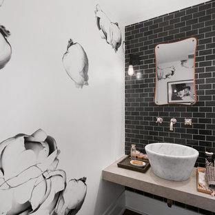 Esempio di un piccolo bagno di servizio tradizionale con piastrelle nere, pareti multicolore, lavabo a bacinella, top in pietra calcarea e piastrelle diamantate