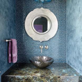 ニューヨークのエクレクティックスタイルのおしゃれなトイレ・洗面所 (紫のキャビネット、青いタイル、青い壁、ベッセル式洗面器、マルチカラーの洗面カウンター) の写真