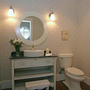 バンクーバーのビーチスタイルのおしゃれなトイレ・洗面所 (ベッセル式洗面器、家具調キャビネット、ベージュのキャビネット、ソープストーンの洗面台、分離型トイレ) の写真