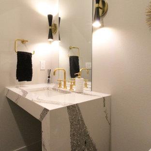 Mittelgroße Retro Gästetoilette mit offenen Schränken, Toilette mit Aufsatzspülkasten, grauer Wandfarbe, Betonboden, Unterbauwaschbecken, Quarzwerkstein-Waschtisch, grauem Boden, bunter Waschtischplatte, schwebendem Waschtisch und gewölbter Decke in Seattle