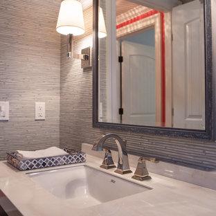 Réalisation d'un petit WC et toilettes marin avec un placard en trompe-l'oeil, des portes de placard bleues, un WC à poser, un sol en bois foncé, un plan de toilette en surface solide, un plan de toilette blanc, meuble-lavabo encastré et du papier peint.