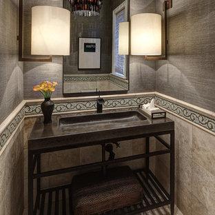 Diseño de aseo tradicional con lavabo integrado, armarios abiertos, encimera de cemento y baldosas y/o azulejos beige