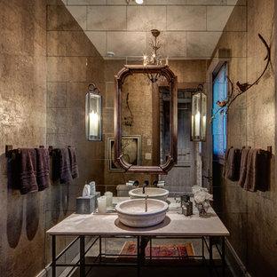 Идея дизайна: туалет в стиле рустика с фасадами островного типа, зеркальной плиткой, коричневыми стенами, настольной раковиной, коричневым полом и серой столешницей