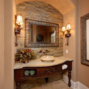 ヒューストンの地中海スタイルのおしゃれなトイレ・洗面所 (ベッセル式洗面器、スレートタイル) の写真