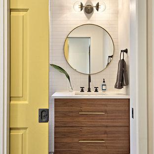 Пример оригинального дизайна интерьера: туалет в стиле ретро