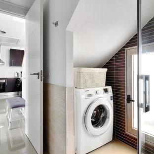 Ejemplo de cuarto de lavado contemporáneo pequeño