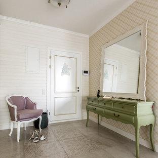 Foto på en shabby chic-inspirerad ingång och ytterdörr, med beige väggar, en enkeldörr, en vit dörr och grått golv
