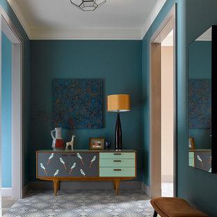 На фото: прихожая в современном стиле с синими стенами и разноцветным полом с