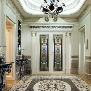 На фото: фойе среднего размера в викторианском стиле с белыми стенами, мраморным полом, белой входной дверью, белым полом и двустворчатой входной дверью