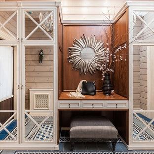 Réalisation d'une porte d'entrée champêtre en bois de taille moyenne avec un sol bleu, un mur beige, un sol en carrelage de céramique, une porte simple, une porte marron et un plafond en bois.