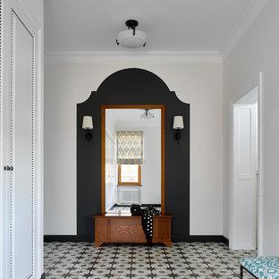 Foto di un ingresso o corridoio design con pareti bianche
