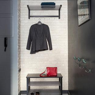 Удачное сочетание для дизайна помещения: маленький тамбур в современном стиле с полом из керамогранита и разноцветными стенами - самое интересное для вас