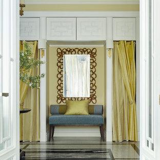 Свежая идея для дизайна: большое фойе в стиле неоклассика (современная классика) с желтыми стенами, гранитным полом, двустворчатой входной дверью и черным полом - отличное фото интерьера