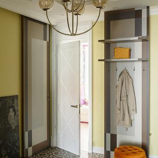 На фото: прихожая в стиле модернизм с желтыми стенами и коричневым полом