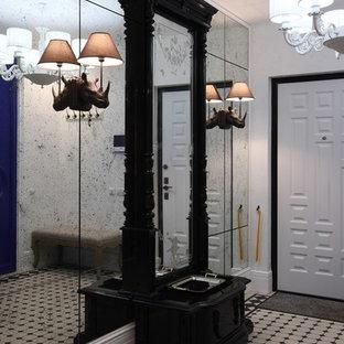 Ispirazione per una porta d'ingresso boho chic con pareti bianche, una porta singola e una porta bianca