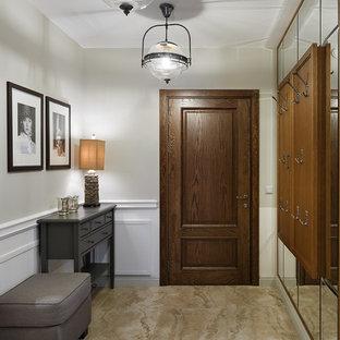 Создайте стильный интерьер: входная дверь в стиле современная классика с белыми стенами, одностворчатой входной дверью, входной дверью из дерева среднего тона и бежевым полом - последний тренд