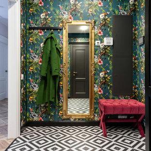 На фото: входная дверь среднего размера в стиле современная классика с разноцветными стенами, полом из керамогранита, одностворчатой входной дверью, черной входной дверью и черным полом с