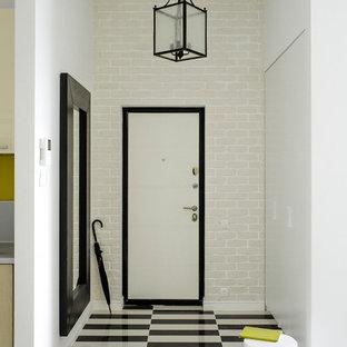Создайте стильный интерьер: входная дверь в скандинавском стиле с белыми стенами, одностворчатой входной дверью и белой входной дверью - последний тренд