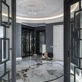Свежая идея для дизайна: фойе в стиле современная классика с черными стенами, мраморным полом и серым полом - отличное фото интерьера