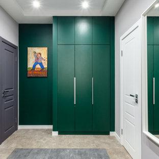Свежая идея для дизайна: тамбур среднего размера в современном стиле с зелеными стенами - отличное фото интерьера
