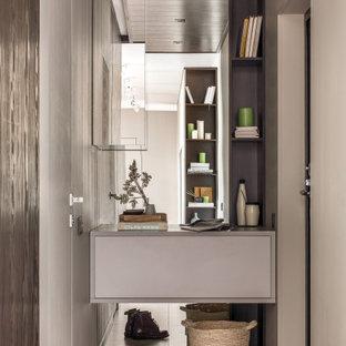 Источник вдохновения для домашнего уюта: прихожая среднего размера в современном стиле с коричневым полом