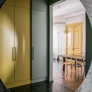 モスクワのコンテンポラリースタイルのおしゃれな玄関の写真