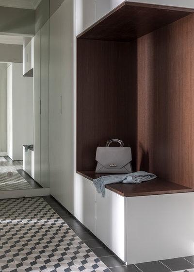 Современный Прихожая by Porte Rouge Interiors