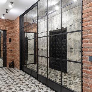 Diseño de puerta principal urbana, de tamaño medio, con parades naranjas, suelo de baldosas de porcelana, puerta simple, puerta negra y suelo blanco