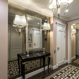 На фото: с высоким бюджетом большие узкие прихожие в стиле фьюжн с розовыми стенами, мраморным полом, одностворчатой входной дверью и белой входной дверью