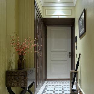 Ejemplo de puerta principal clásica con suelo de baldosas de cerámica, paredes verdes, puerta simple y puerta blanca