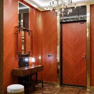 Пример оригинального дизайна: входная дверь в стиле современная классика с паркетным полом среднего тона, одностворчатой входной дверью, входной дверью из дерева среднего тона и коричневым полом