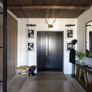 Свежая идея для дизайна: входная дверь в стиле современная классика с белыми стенами, двустворчатой входной дверью и черной входной дверью - отличное фото интерьера