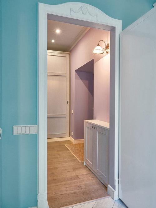 entr e avec un couloir et un mur violet photos et id es d co d 39 entr es de maison ou d 39 appartement. Black Bedroom Furniture Sets. Home Design Ideas