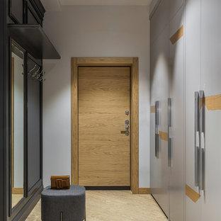 Идея дизайна: узкая прихожая среднего размера в современном стиле с серыми стенами, полом из винила, одностворчатой входной дверью, входной дверью из дерева среднего тона и желтым полом