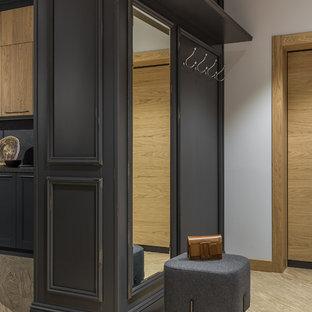 На фото: узкая прихожая среднего размера в современном стиле с серыми стенами, полом из винила, одностворчатой входной дверью, входной дверью из дерева среднего тона и бежевым полом