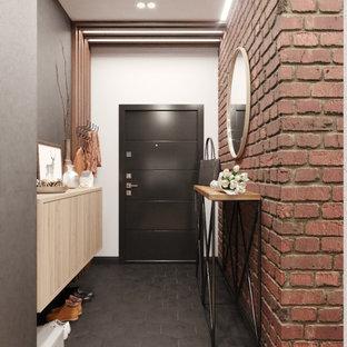 Стильный дизайн: узкая прихожая среднего размера в современном стиле с разноцветными стенами, полом из керамогранита, одностворчатой входной дверью, черной входной дверью и черным полом - последний тренд