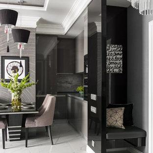 Ispirazione per un ingresso design con pareti grigie e pavimento bianco