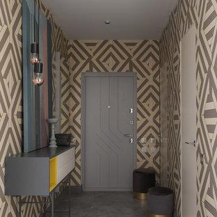 На фото: со средним бюджетом узкие прихожие среднего размера в современном стиле с полом из керамогранита, серой входной дверью, серым полом, одностворчатой входной дверью и разноцветными стенами