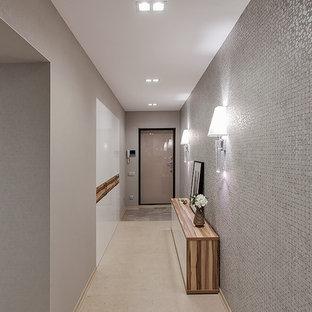 Неиссякаемый источник вдохновения для домашнего уюта: прихожая в современном стиле с серыми стенами и пробковым полом