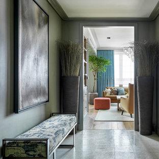 Пример оригинального дизайна: вестибюль среднего размера в современном стиле с зелеными стенами, полом из терраццо и белым полом