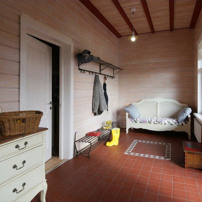 Country vestibule photo in Moscow with beige walls